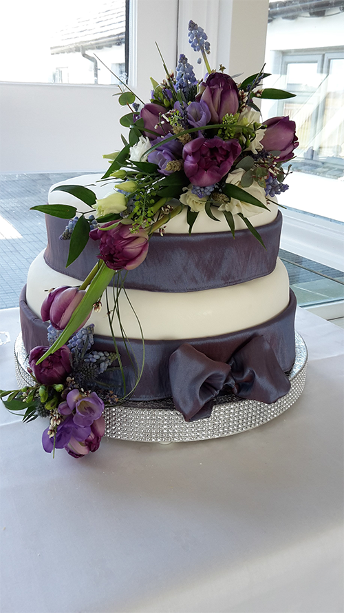 Floral Design for a Wedding Cake